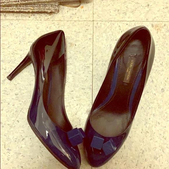 Louis Vuitton Shoes - LV